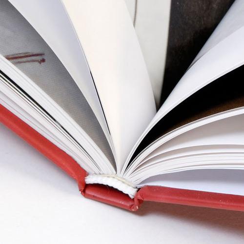 Stampa Cataloghi, riviste e brochure - rilegatura a filo refe